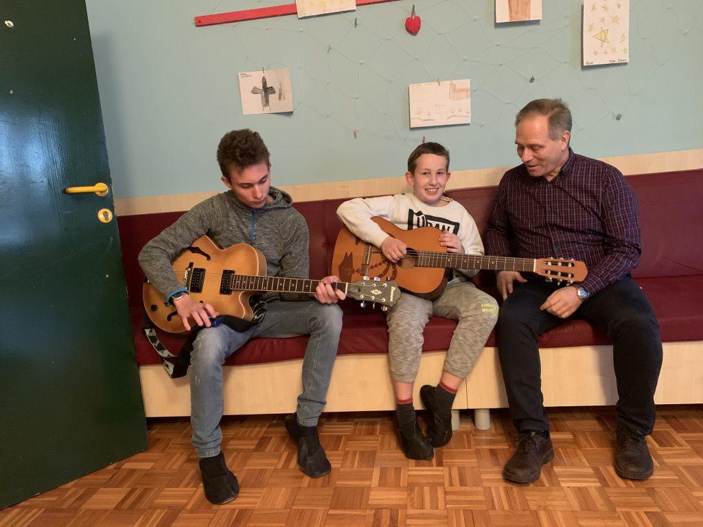 Glasbeni večeri ob kitarah